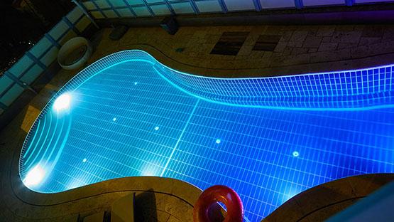 Подбираем систему освещения под тип бассейна превью