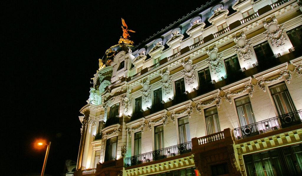 Светильники на фасад здания